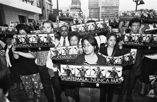 Hundreds of people participate in the March of Silence to protest against the assassination of Bishop Juan Gerardi two days before. The angels in the placards illustrated the covers of the historical memory report Guatemala Never Again directed by Gerardi and published by the Catholic Church. 28/04/98.