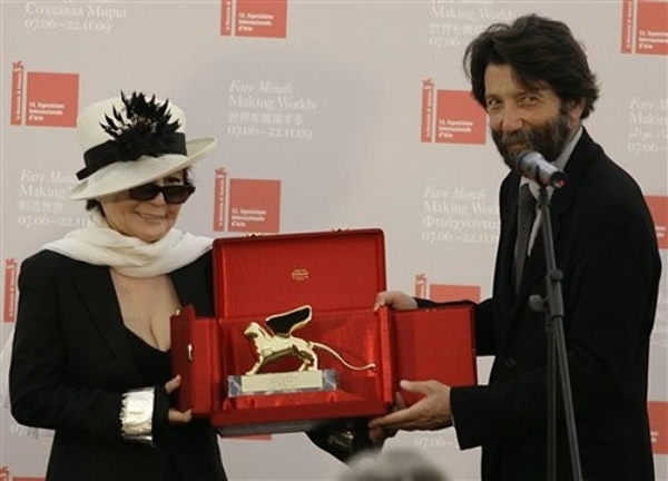 Yoko Ono receives the Golden Lion she was awarded for her career from Venice Mayor Massimo Cacciari during the inauguration ceremony of the 53rd Biennale International Art Exhibition in Venice, Italy, Saturday, June 6, 2009. (AP Photo/Alberto Pellaschiar)